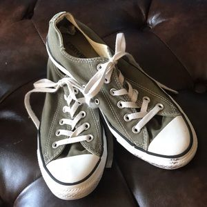 Converse Ox Low Top Sneakers in Olive W9, M7